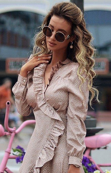ad2ab6b590 Elegant round metal sunglasses. Refined metal temples embellished by a  metal DG logo applied on