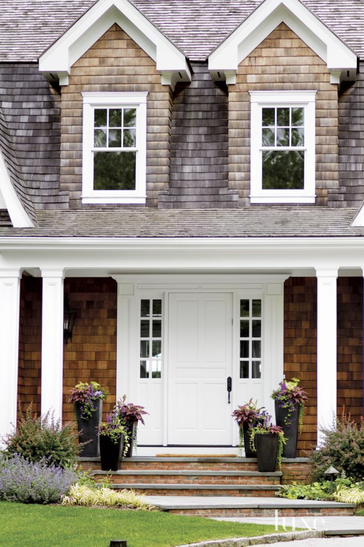 The welcoming front entrance of the shingle style house by for Front of house magazine