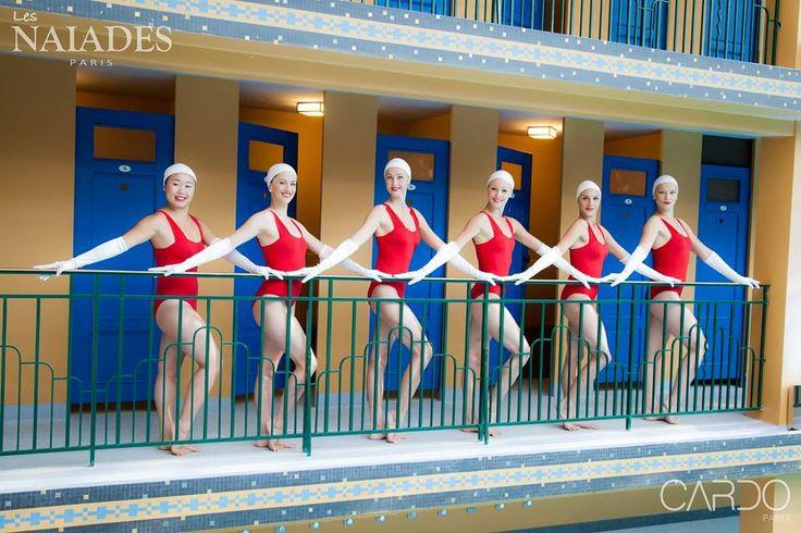 Les Naiades Paris portent nos ensemble de maillots et de bonnets lors de leur représentation à la piscine Molitor  Photo par Pierre-Anthony Allard