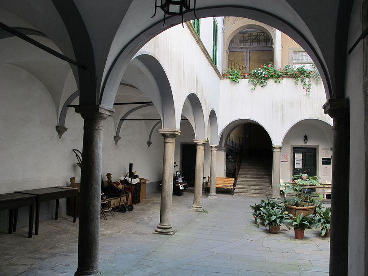 Pontremoli, via cavour, cortile 10 - Pontremoli - Wikipedia