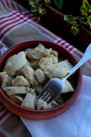 Dukan Ataque - Frango com mostarda. Ingredientes:  - una pechuga de pollo entera cortada en dados - jengibre en polvo - una cucharada generosa de mostaza Dijon - medio vaso de agua - sal  - perejil  Preparación:  Calentamos bien una sartén antiadherente, yo utilizo mucho el wok, por lo rápido que se hacen las comidas y porque para cocinar sin grasa es ideal.  Salamos el pollo ya cortado en dados y lo adobamos con unas pizcas de jengibre, al gusto. Lo echamos en la sartén, y lo vamos…