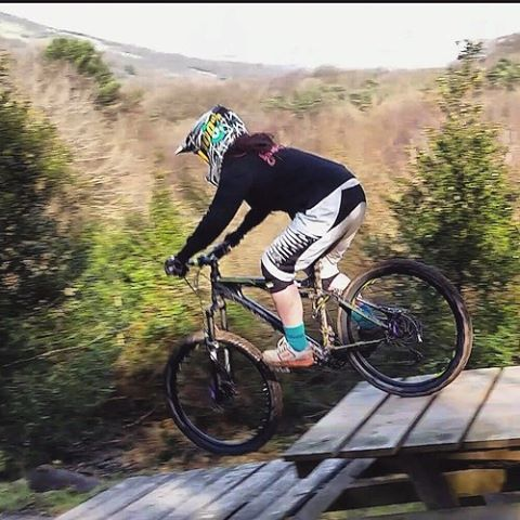 #throwbackthursday again to February 2015 being a total noob the first time i tried 'downhill' at @fjmtb. On my second hand ghost asx xc bike that was always falling apart and never worked but it was my baby steps into MTB 🤘#ghostasx #firstbike #babystep #farmerjohns #mtb #xcbike #checkoutmystem #lovemybikes #mtbchixtrails #ihadnoideawhatiwasdoing