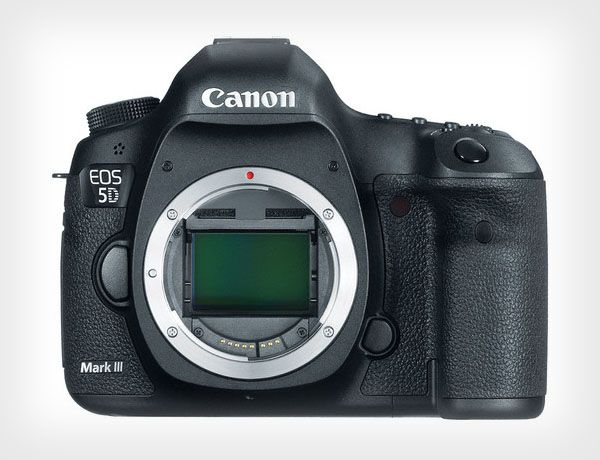 Disabled Photographer Petitioning Canon to Make a DSLR for Left-Handed People