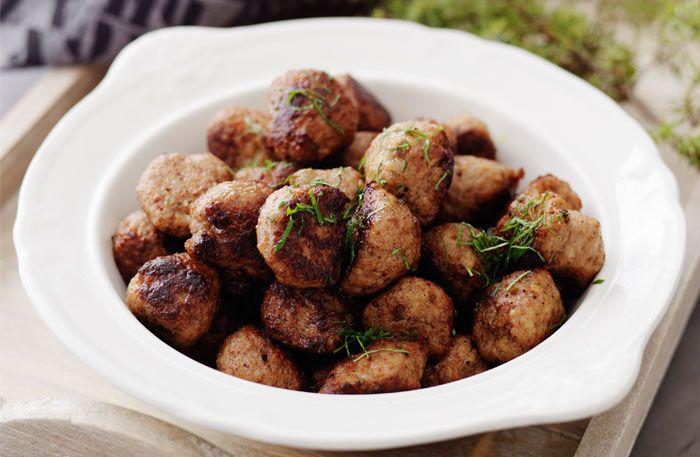 Prova våra recept när du trillar julens köttbullar. Här är fyra sorters julköttbullar med fin kryddning.