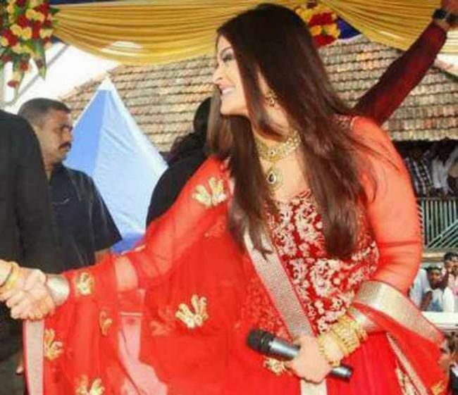 Aishwarya Rai Bachchan at a Kalyan Jewellers event in Trivandrum. She is seen with the Malyalam movie star, Manju Warrier.