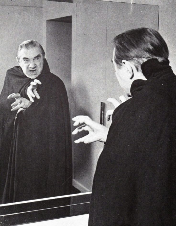 Bela poses for the stage tour of Dracula in 1951.
