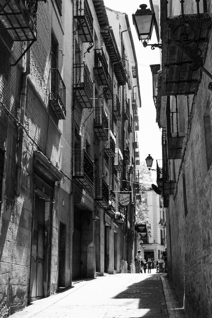 Toledo #toledo #narrow #street #balcony #old #stone #medieval #photography #calle #estrecha #balcon #vieja #piedra