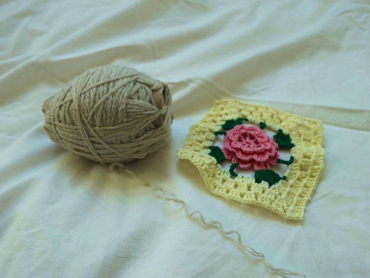 Crochet potholder. mama kong.