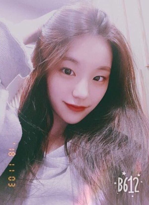 Daniel S Little Sister Annie She S 16 Years Old She Resents Her Parents For Being The Reason She Could Never Keep New Friends Because Itzy Kpop Girls Girl