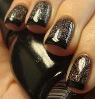 Unghie brillantiate nere con french nero