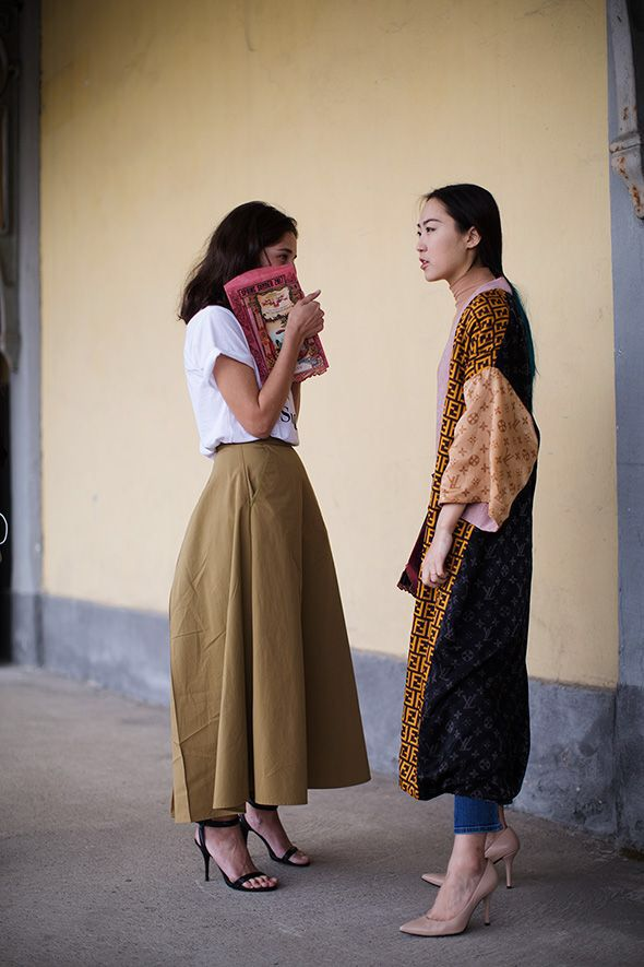 Streetstyle inspiration. Love the white tee and maxi skirt.
