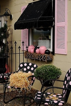 pink & black porchHalloween Porches, Polka Dots, Pumpkin, Dots Chairs, Cottages House, Gardens, Autumn Colors, Small Spaces, Pink Black