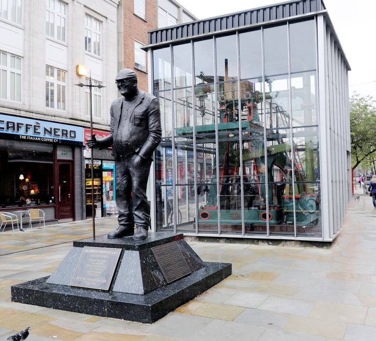 Why there are suddenly loads of people gathering at Fred's statue (From This Is Lancashire)