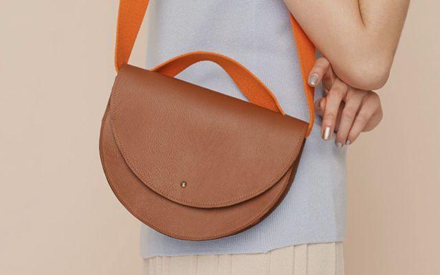 Taschen nähen? Wie das funktioniert? Unsere DIY-Tutorials erklären Dir einfach und Schritt für Schritt, wie Du Dir eigene Taschen nähen kannst.