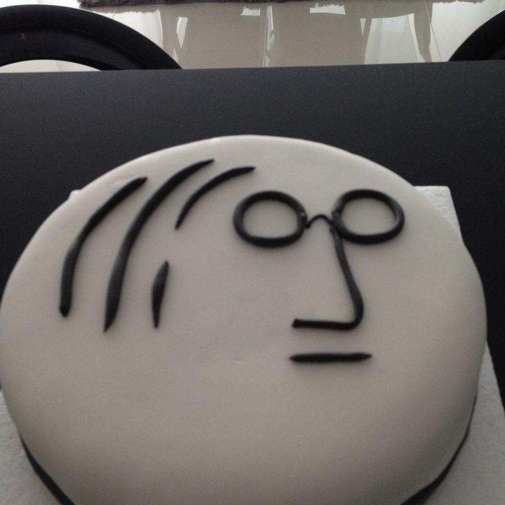 Pastel John Lennon de Zanahoria,banano y avena con crema de Buttercream de merengue Suizo y Fondant