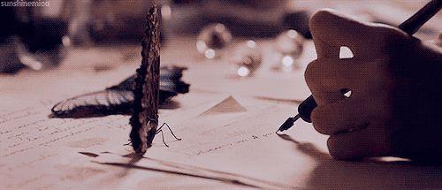 #wattpad #poesia Flores e pessoas  Dores e amores  Sentimentos e tormentos  Em forma de poesia, a história de uma moça que gosta de conversar com flores é contada. Cheia de amor, rancor e melancolia, Celine te convida a fazer parte de sua vida e quer que você sinta tudo que ela sentiu. Você é capaz de florescer? ...