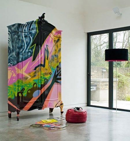 Voici quelques unes des créations du duo Burke et Hazelden. Ce sont de jolis meubles de styles repeints et customisés façon «art de rue».  La fan de