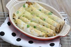 Kip-pesto wraps uit de oven: Benodigdheden: *300 gr kipfilet *1 paprika *2 bosuien *2 tomaten *1,5 tl kipkruiden *4 tl pesto *handje kaas *6 wraps