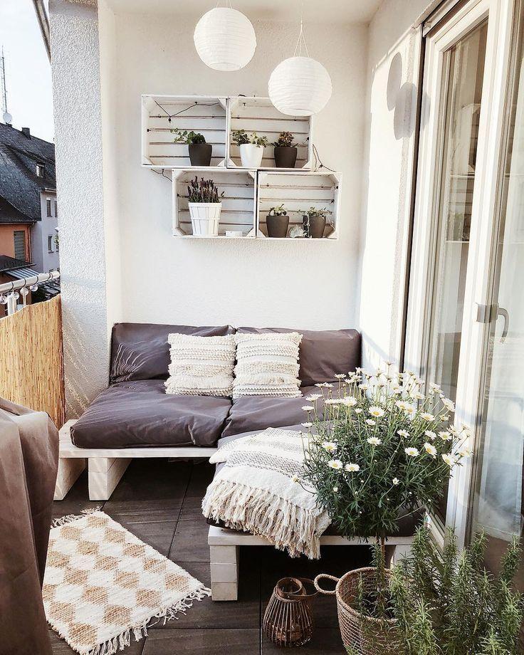 "A&M Interior on Instagram: ""Unser kleiner aber feiner Balkon 🌿 . . . #smallbalcony #balcony #balconydecor #balkonien – Frida Neeskens"