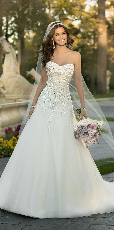 Vestido de Noiva Com Decote Tomara Que Caia e Véu