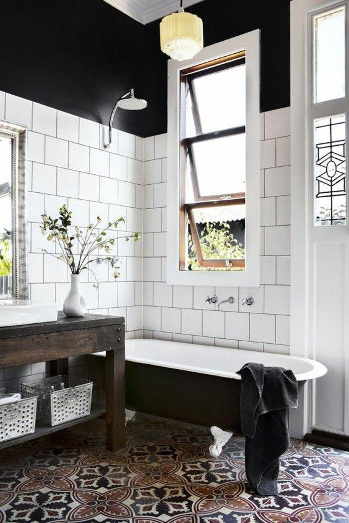 carrelage blanc, salle de bain magnifique avec des carreaux blancs cadrés de noir