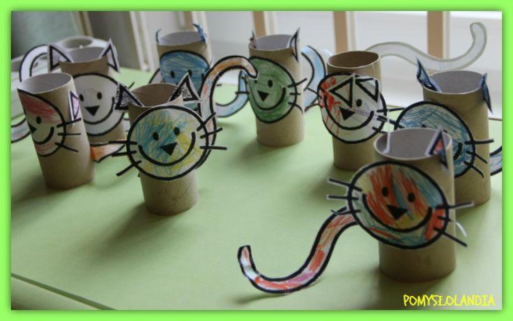 Kot z rolki : Ach, te rolki można z nich tworzyć bez końca. Dzisiaj prezentujemy kotka,wykonanego właśnie z tego wspaniałego materiału do prac. Pozostałe materiały :buźka, uszy i ogon kota, nożyczki, klej. Wszystkie części kolorujemy. Na rolce robimy dwa nacięcia. Przyklejamy buźkę i ogon kota, a uszy wkładamy w nacięcia . Kotki zostały wykonane przez nasze maluchy.