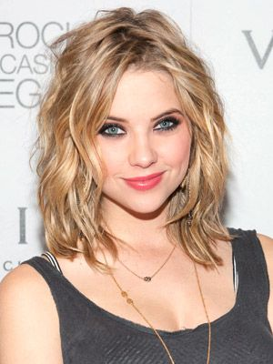 Ashley Benson: cheveux mi-long et vagues légères. Fresh and clean! #shorhair #wavyhair