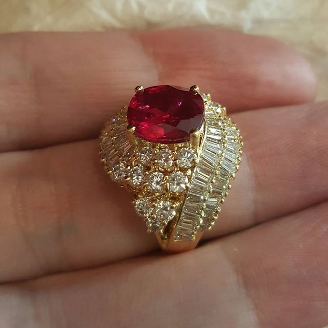 The pigeon blood natural Ruby wrapped in white gold & diamonds, Available in stock for sale  #nofilter #ruby #gold #ring #forsale #highendjewelry #jewelry #fashion #luxury #jewels #gemstones #gem #gemporn #crystal #crystalhealing #birthstone #cannes2016 #healingstones #sapphires #tourmaline #diamonds #emeralds #geology #instaring #instajewelry #instagood #instapic #london  #hollywood #pakistan