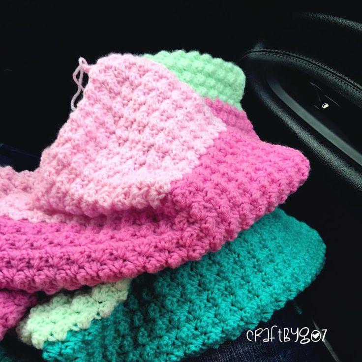 Boyun ve kol ağrılarımdan dolayı çok az örebiliyorum  #carcrocheting  #blanketstitch #crochet #crocheting #crochetlove #crochetaddict #yarn #yarnlove #yarnaddict #tığişi #elişi #örgü #blanket #kartopubabysoft #iplikguroglu #babyblanket #bebekbattaniyesi #gulaylaoruyoruz #battaniye #craft #nofilter #craftastherapy #crafting #craftlove #instacrochet #loveit #handmade #madebyme #craftbygoz