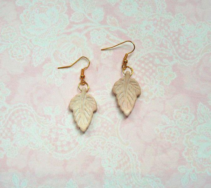 Ohrringe - Ohrringe Blatt Weiß Gold Howlith - ein Designerstück von MiMaKaefer bei DaWanda