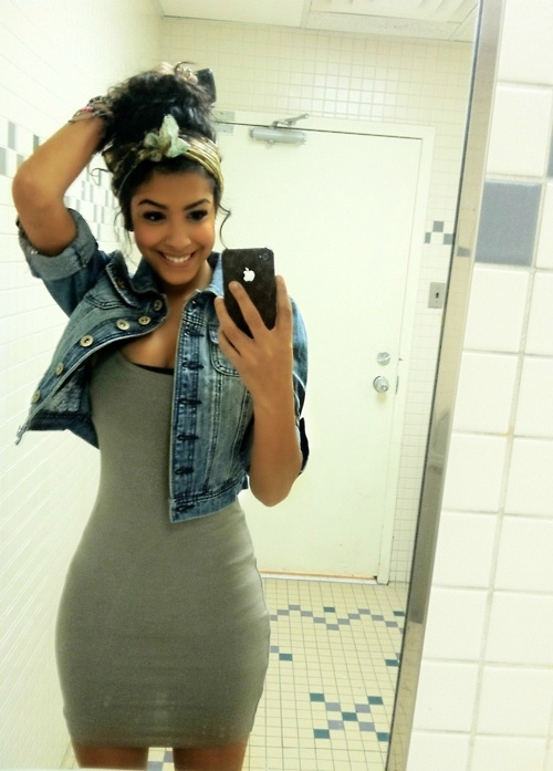 cute summer style. messy curly hair, headband, jean denim jacket, body con dress... in love with this