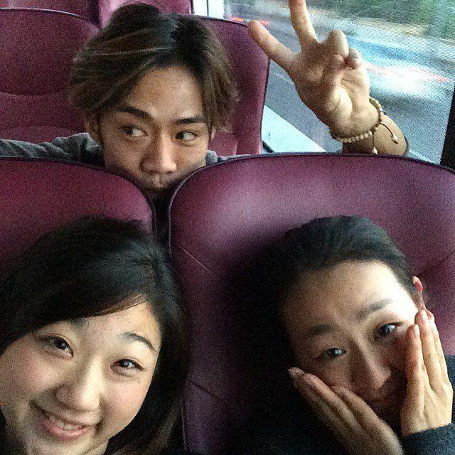 浅田真央選手と長洲未来選手とのスリーショット