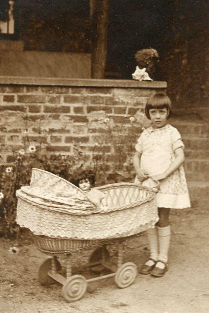 Photo Ancienne Vintage Snapshot Fillette Little Girl Landau Poupée Doll 1930 | eBay