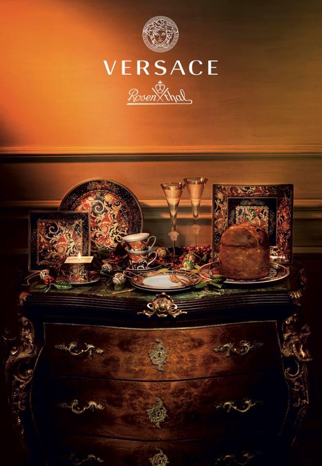 """Rebelde pero glamorosa. Así es la nueva colección festiva de #Versace """"Barock Christmas"""" que combina uno atractivo diseño con decoraciones opulentas, colores tradicionales de Navidad y motivos Barrocos. Un servicio brillante con toque rock'n'roll."""