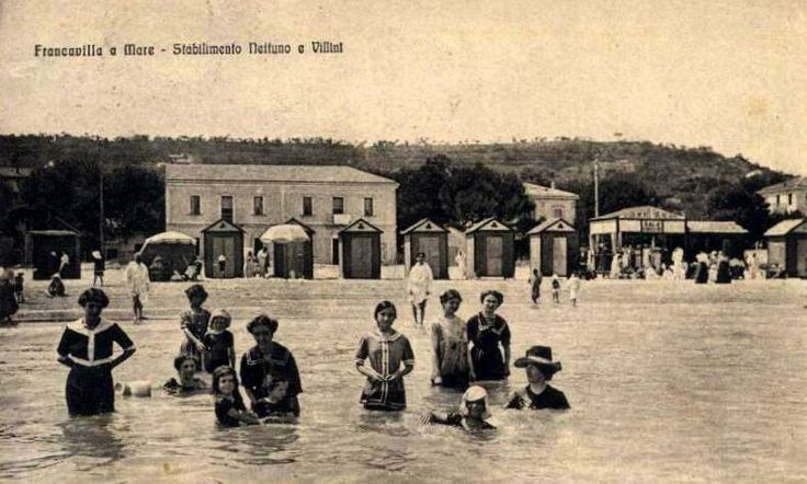 Old fashioned style bathing! La moda dei costumi all'inizio del XIX Secolo sulle spiagge abruzzesi! #Abruzzo #travel #italy #liberty #fashion #costume #beach #SecretOfAbruzzo #AbruzzoSegreto