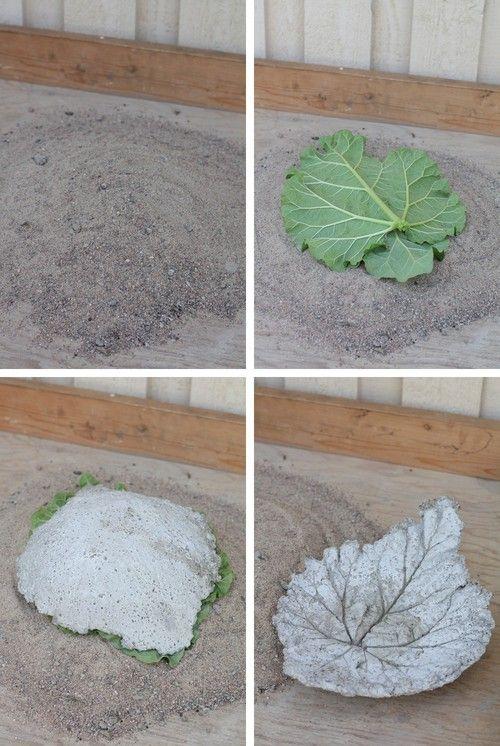 Idag visar jag hur man gör ett betongfat av rabarberblad. Vilket är en uppskattad gå-bort-present. 1. Först måste man ha sand och sen gör man en kulle av sanden. Hur hög den blir är hur djup man vill…