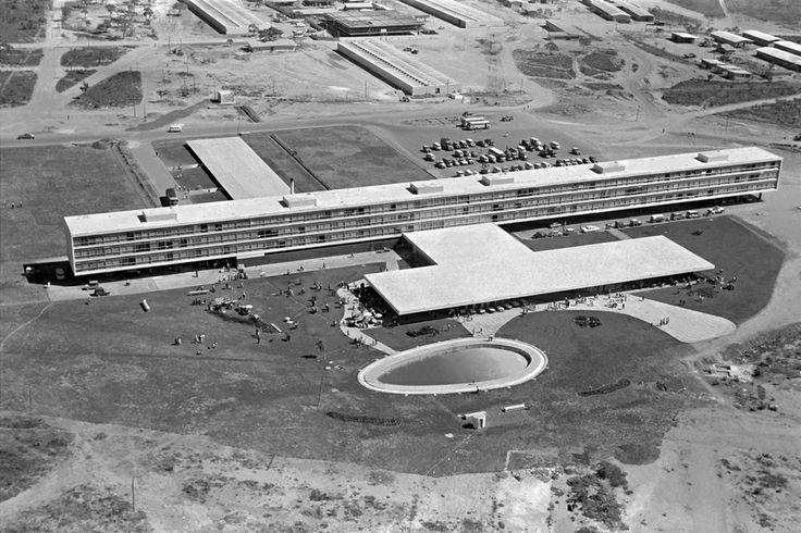 Vista aérea de Brasília – 1960. (Peter Scheier/Acervo Instituto Moreira Salles)
