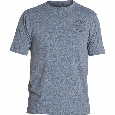 Ditch your uncomfortably constrictive rashguard in favor of the stylish and relaxed Billabong Men's Rotor LF Rashguard. Made from a stretchy poly blend, this rashguard allows a natural range of motion, which is bolstered by the relaxed fit, perfect for quick cutbacks and hanging ten in the waves.