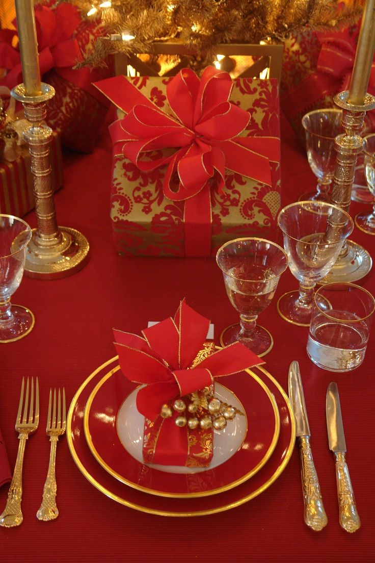 Christmas Table Setting: