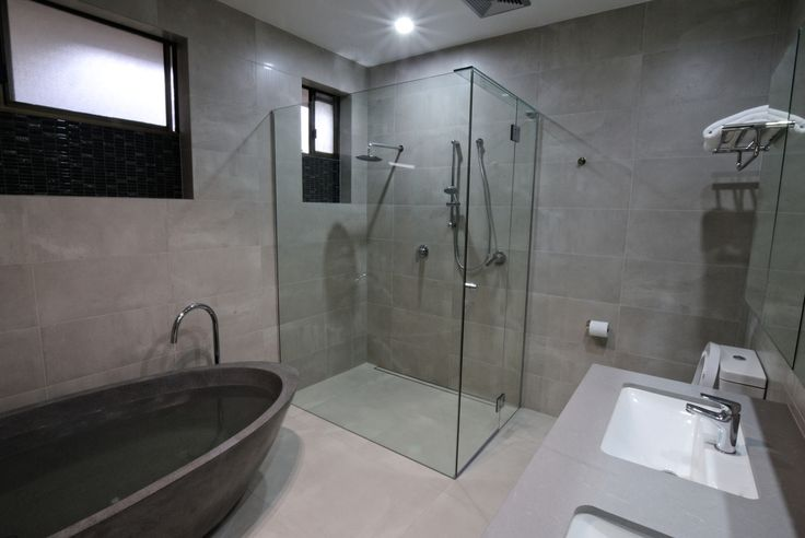 This newly renovated bathroom turned out pretty awesome, especially with the 10mm frameless showerscreen!