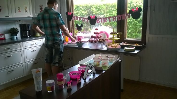 The girl's birthday decoration. Minnie theme