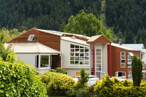 You are invited to stay at our upmarket backpackers in Queenstown; Haka Lodge! Opened in January 2013 and freshly renovated, this lodge is absolute stunner. We offer accommodation suitable for everybody from luxury bunks to private rooms. We believe in offering cheap accommodation that is premium and up-scale.