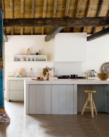 Stoere keuken in lichte tinten