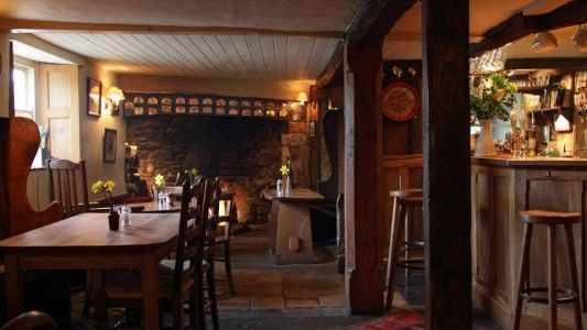 The Kings Head Inn in Bledington, is an idyllic Cotswolds pub offering wholesome, traditional English food using free-range, organic and local produce as much as possible. The King's Head Inn has also been awarded two AA rosettes and has been featured in the Good Beer Guide for many years for serving a good selection of real ales.