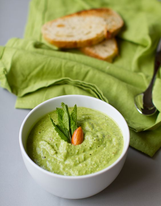 Creamy Minted Fresh Pea Soup + Summer Fever. - Healthy. Happy. Life.English Peas, Creamy Mint, Fresh English, Almond Soup, Healthy Eating, Mint Fresh, Fresh Peas, Soups Stew, Peas Soup