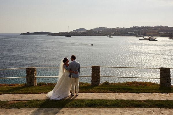 romantic first look with a view | Luxury wedding in Mykonos