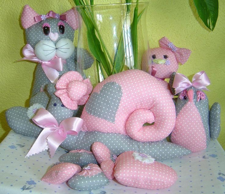 Růžovošedý set - Růžovošedý set obsahuje kočičku,šneka,ptáčka bucláčka a srdíčka .  | vavavu