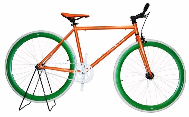 Ποδηλατο με σιδερενιο πλαισιο βαρους 12,50kg(16.5kg με την κουτα).Πιρουνι σιδερενιο Ελαστικα compass nylon 100 psi 700x23Πλαστικα πεταλιαΔιπλο γραναζι1 Φρενο μπροσταΣελα πλαστικη46cm διαμετρο απο σκελετο μεσαιας τριβης εως την σελαΔιαστασεις κουτας 1.29 x 18 x 68