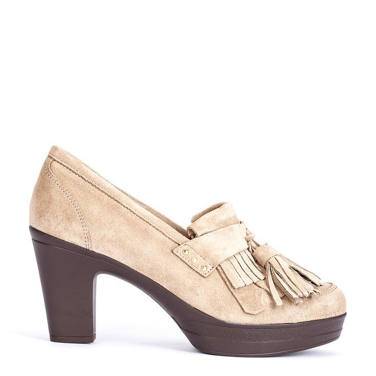 #zapatos #mocasín #tacón de la nueva colección #AW de #pedromiralles en color #beige #shoponline