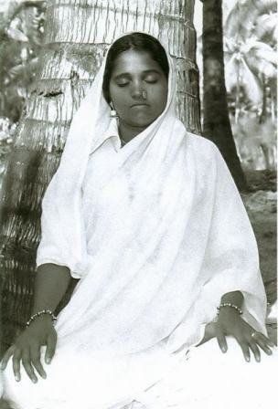 beautiful Amma - I love how she looks so young in this photo :)